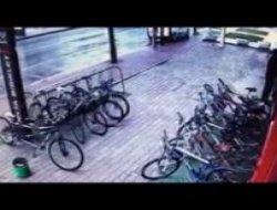 Bisiklet Hırsızlığı Anbean Güvenlik Kamerasında