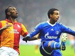 Galatasaray Schalkeyi ezdi geçti