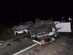Biçerdöver ile otomobiller çarpıştı: 2 ölü