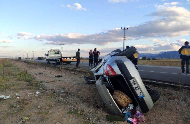 Düğün dönüş yolunda kaza: 1 ölü, 1 yaralı