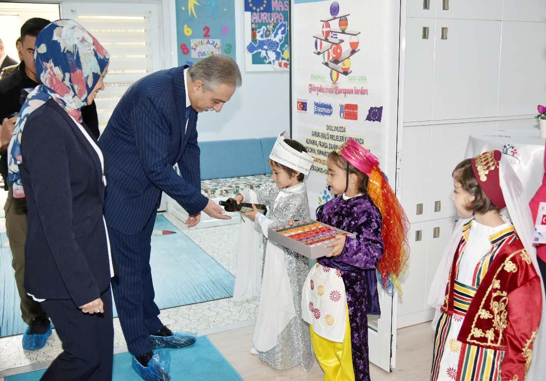 Vali Orhan Karatay Belediyesi Fetihkent Anaokulunu Ziyaret Etti