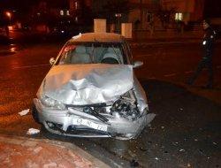 Otomobil ile minibüs çarpıştı 7 yaralı