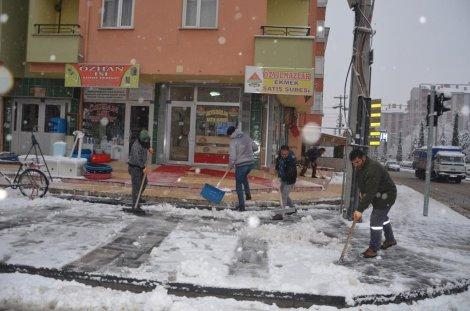 17.01.2020-kar-temizleme-calismalari-araliksiz-suruyor-2.jpg