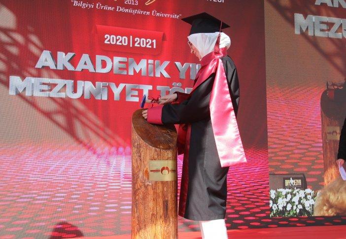 diplomasini-alan-mezunlar-torkuda-hemen-ise-basladi-004.jpg
