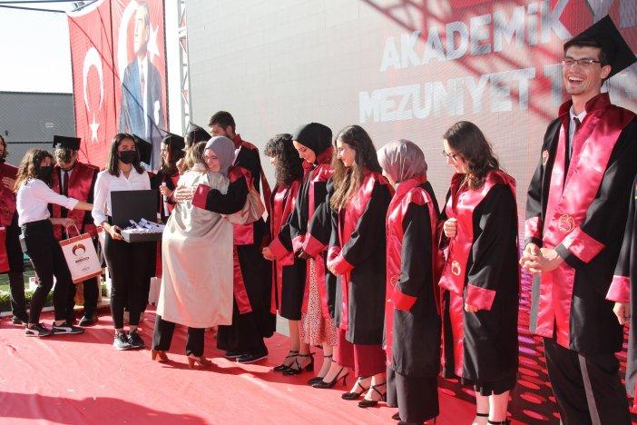 diplomasini-alan-mezunlar-torkuda-hemen-ise-basladi-005.jpg
