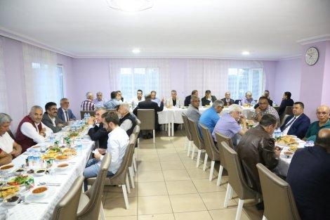 baskan-oprukcu-huzurevi'nde-iftar-yemegine-katildi-3.jpg