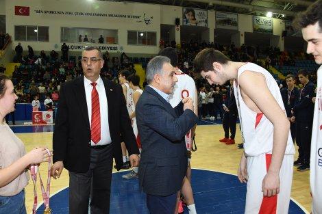 konya-buyuksehir-belediyesi'nin-koordinasyonunda-ilimizin-ev-sahipliginde-gerceklestirilen-uluslararasi-yildiz-erkekler-basketbol-turnuvasi'nda-turkiye-16-yas-alti-milli-takimimiz-yenilgisiz-sampiyon-oldu.-001.jpg