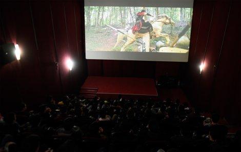 ogrenciler-sinemada-tarihi-yasiyor-001.jpg