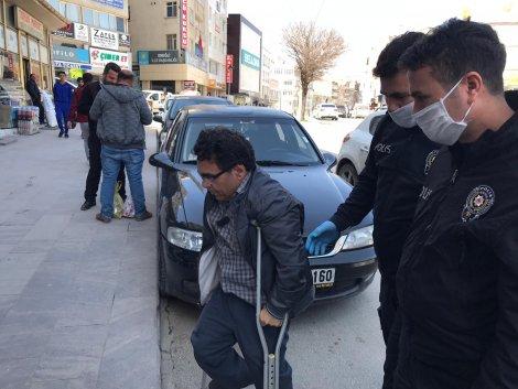 polis-sokakta-yaslilarin-atesini-olcuyor-009.jpg