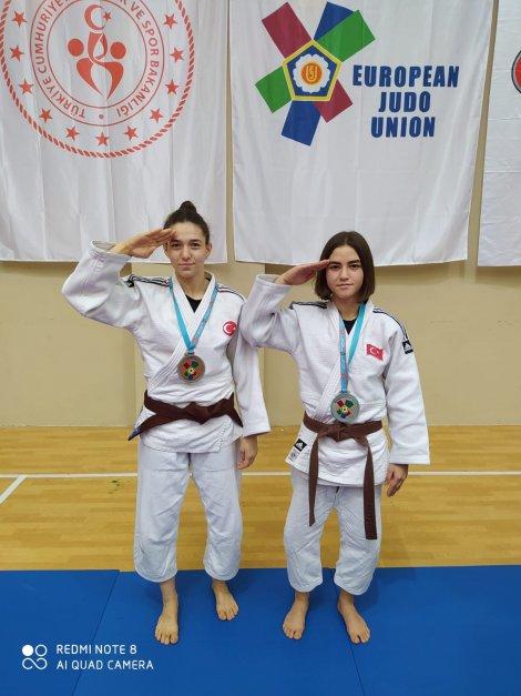 umitler-avrupa-judo-sampiyonasinda-cifte-madalya-002.jpg